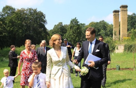 Weniger unter dem Scheinwerferlicht der Öffentlichkeit stand die standesamtliche Trauung am 25. August 2011 in Potsdam.